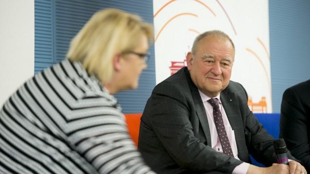 Ernüchtert: Kordula Schulz-Asche (Grüne) und Fritz Becker lieferten sich beim DAV-Wirtschaftsforum einen Schlagabtausch zu den Themen Versandapotheken, Rx-Preisbindung und Landversorgung. (Foto: Külker)