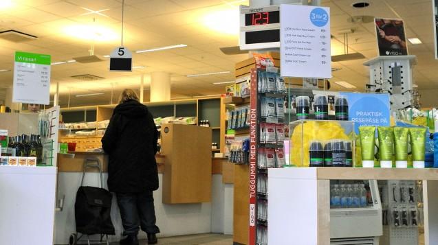 Außer Apotheken dürfen in Schweden auch Tankstellen und Supermärkte OTC-Arzneimittel verkaufen. (Foto: dpa)