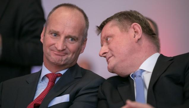 Die Stimmung zwischen ABDA-Präsident Schmidt und Gröhe war bestens. Beide unterhielten sich während der politischen Diskussion. (Foto: Schelbert)