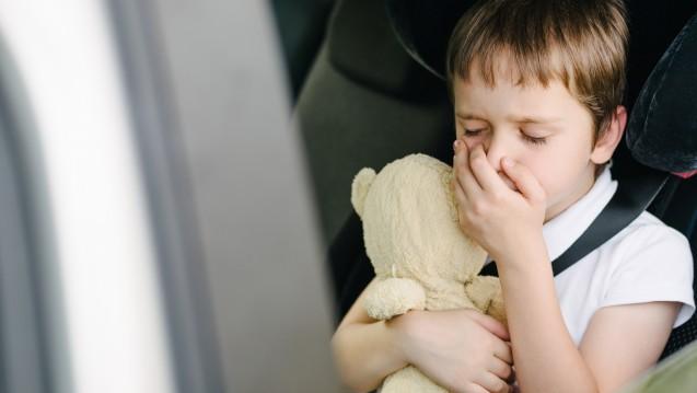 Nach Ansicht von Stiftung Warentest eignen sich Arzneimittel gegen Reiseübelkeit für Kinder nur eingeschränkt. (Foto:Daniel Jędzura / AdobeStock)