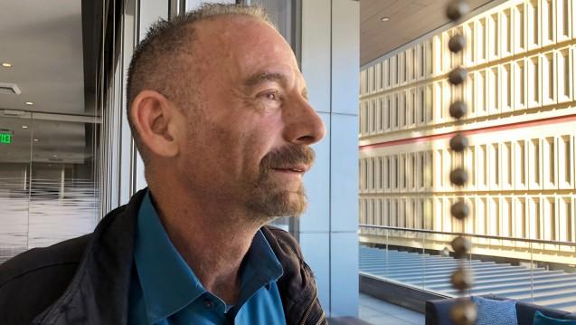 """Timothy Brown stand am 4. März 2019 in Seattle für ein Foto bereit. Unter dem Namen der """"Berliner Patient"""" wurde er als erster und einziger geheilter HIV-Patient bekannt. (j/Foto:picture alliance / AP Photo)"""