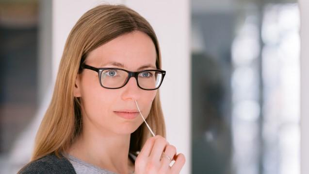 Wer nicht im Homeoffice arbeitet, muss voraussichtlich ab nächtster Woche vom Arbeitgeber wöchentlich mindestens zwei Tests angeboten bekommen, die SARS-CoV-2 nachweisen können. (Foto:Kevin Sloniecki /AdobeStock)