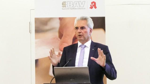 Hans-Peter Hubmann betonte bei der BAV-Mitgliederversammlung in Nürnberg die guten Seiten des Apotheken-Stärkungsgesetzes. (c / Foto: Lena Riemann-Mosinski/BAV)