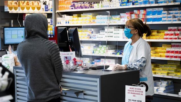 Informationsschreiben für ALG-II-Empfängerzum Bezug von FFP2-Masken aus Apotheken werden zwar dezentral von den Krankenkassen versendet, sollten aber nach Vorgabe des BMG einheitlich sein. (Foto: IMAGO / PanoramiC)