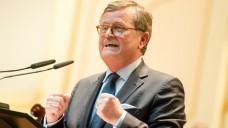 Gegen DrEd: Frank Ulrich Montgomery, Präsident der Bundesärztekammer, ist froh, dass es in Zukunft keine online ausgestellten Rezepte mehr geben soll. (Foto: dpa)