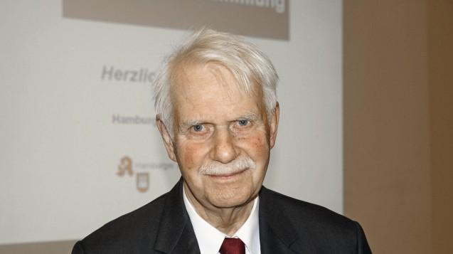 Dr. Jörn Graue, Vorsitzender des Hamburger Apothekervereins, sieht in Regelungslücken in der grenzüberschreitenden Versorgung einen möglichen Hebel gegen Versandhandel aus dem Ausland. (Foto: tmb)