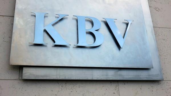 KBV und Linke protestieren gegen Spahns Ärztegesetz