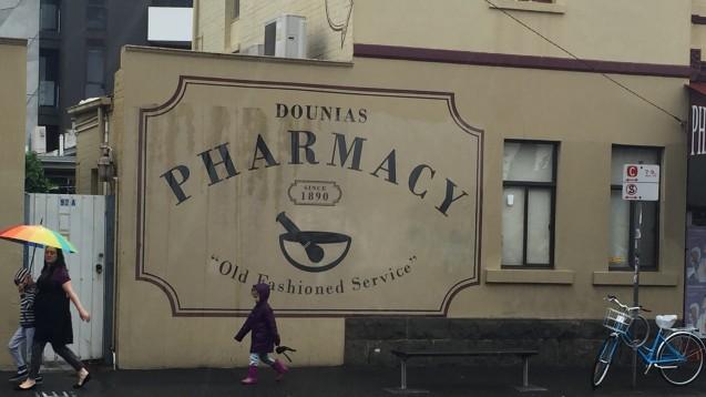 """""""Old Fashioned Service"""" möchten Australiens Apotheker nicht: Sie stehen für die Sichtbarkeit ihrer pharmazeutischen Kompetenz ein. (Foto: Apotheke in Australien / Julia Borsch)"""