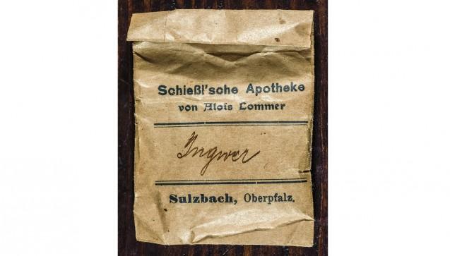 Abgabe-Packung für Arzneimittel, die in der einstigen Hof-Apotheke selbst hergestellt oder abgefüllt wurden.(Foto:Peter Raßkopf)