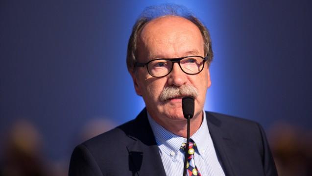 Haru Diefenbach ist Apotheker und Berufspolitiker mit Leib und Seele. Nun hat er seine Apotheke verkauft. (Foto: Schelbert)