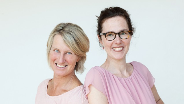 Apothekerin Friederike Klemm und Hebamme Kerstin Lüking entwickelnProdukte, die Mütter im Heilungsprozess nach der Geburt unterstützen. (Alle Fotos: wochenbettbox.de)