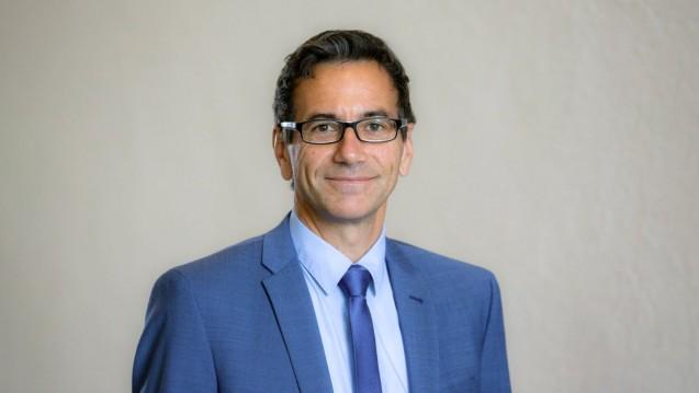 ABDA-Pressesprecher Dr. Reiner Kern und seine PR-Abteilung wollen die Apotheken im kommenden Jahr mehr bei ihrer PR-Arbeit unterstützen, dafür werden andere Ausgabenposten gestrichen. (Foto: Schelbert)