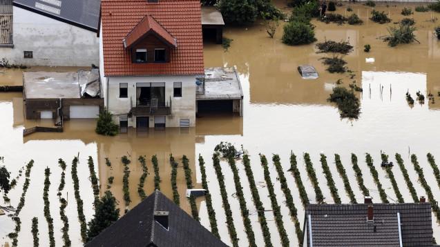 In der Eifel haben heftige Regenfälle und Dauerregen für Überschwemmungen und Überflutungen gesorgt. Auch Apotheken sind betroffen. (c / Foto: IMAGO / Future Image)