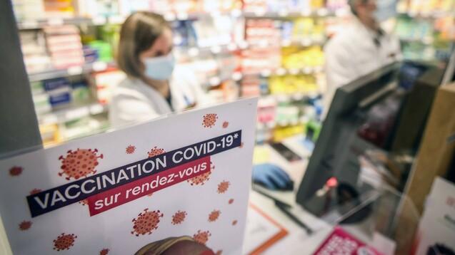 Für Frankreichs Apotheker soll bald ebenso wie für alle anderen Beschäftigten im Gesundheitswesen eine COVID-19-Impfpflicht gelten. (Foto: IMAGO / IP3press)