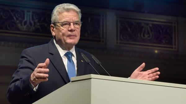 Gauck mahnt mehr Forschung gegen seltene Erkrankungen an