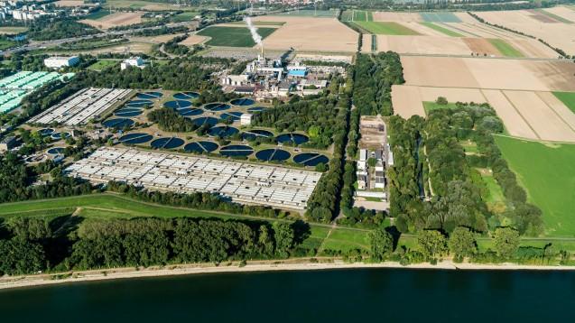 Die BASF Kläranlage in Ludwigshafen soll eine der größten ihrer Art weltweit sein: Insgesamt besitzt die Kläranlage eine Kapazität, die für die Abwassermenge von circa drei Millionen Menschen ausreichen würde. (x / Foto: BASF)