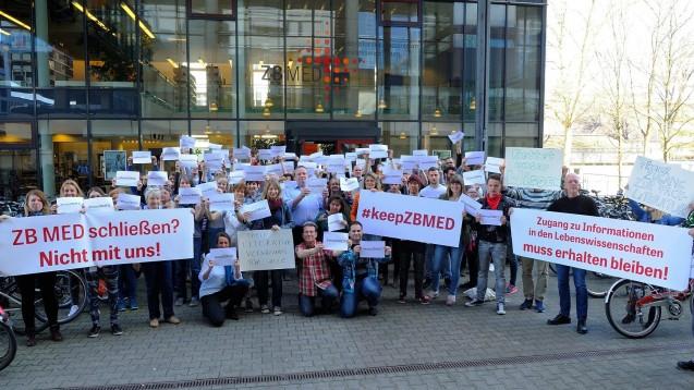 Nutzer und Mitarbeiter protestieren gegen die Schließung: Die ZB MED steht vor dem Aus. (Foto: ZB MED)