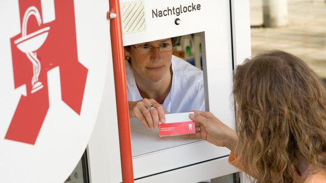 365 Tage in Jahr, 24 Stunden: Treu und brav verrichten Apotheker ihren Notdienst. Ein Dank an alle diensthabenden Kollegen (Foto: dpa)