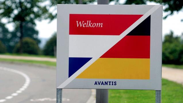 Wenige Meter von der deutschen Grenze entfernt, im niederländischen Avantis-Park, sitzt DocMorris. Gegenüber DAZ.online erklärt die niederländische Arzneimittelaufsicht, wie die großen EU-Versender überwacht werden. (Foto: imago images / Schwarz)