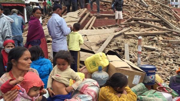 Erste Medikamentenpakete für Erdbebenopfer