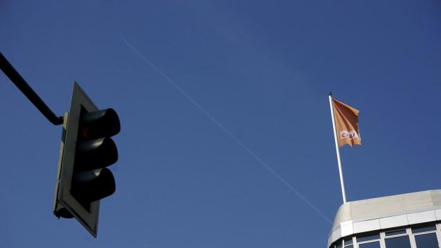 Halt! Die CDU-Mittelstandsvereinigung in Nordrhein-Westfalen will sich bei ihrer Delegiertenversammlung im August für ein Verbot des Rx-Versandhandels stark machen. (Foto: dpa)