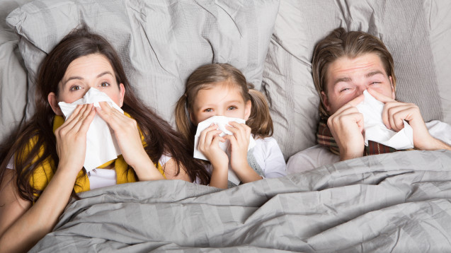 """Wie sieht die aktuelle Grippelage in Deutschland aus? Herrscht offiziell eine """"Grippewelle""""? (drubig-photo / stock.adobe.com)"""