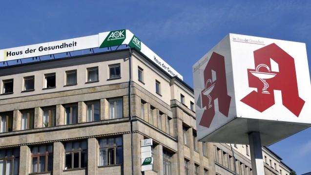 Der AOK-Bundesverband sieht großen Änderungsbedarf in den Strukturen des Apothekenmarktes und wünscht sich mehr Innovationskraft aus dem Ausland. (b/Foto: imago images / Steinach)
