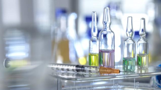 Neue Arzneimittel haben ihren Preis. Könnten Pay-for-Performance-Verträge etwas bringen? (p / Foto: imago images / Science Photo Library