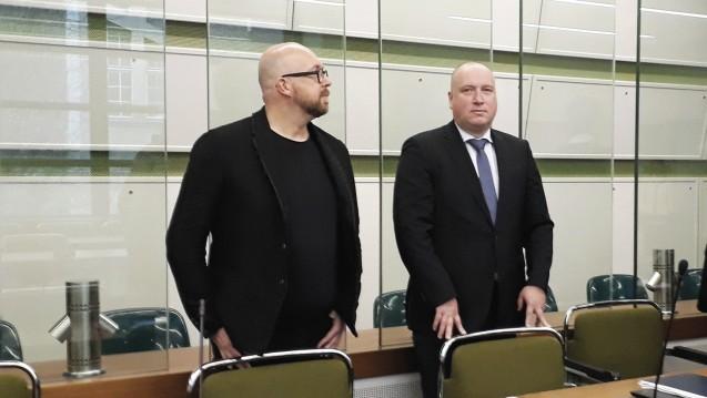 Apotheke Adhoc-Herausgeber Thomas Bellartz (l.) und sein Anwalt Carsten Wegner plädieren im Datenklau-Prozess auf Freispruch. Wegner kritisierte in seinem Plädoyer das Vorgehen des Gerichts. (Foto: DAZ.online)