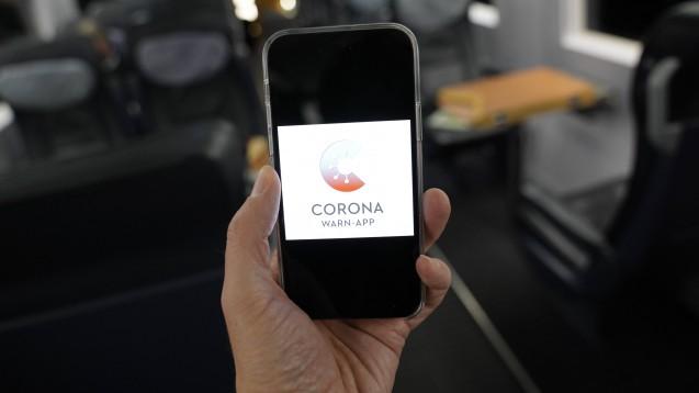"""Nach anfänglichen """"Kinderkrankheiten"""" wird die Corona-Warn-App inzwischen positiv angenommen. (p / Foto: imago images / Political-Moments)"""