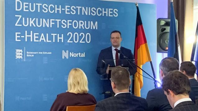 """Jens Spahn in der estnischen Botschaft: """"Estland beeindruckt bei der Digitalisierung wie wenige andere Länder in Europa und auf der Welt"""". (m / Foto: DAZ.online)"""