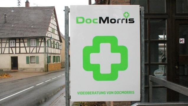 """Ein Horror für die """"analogen Apotheker"""": In Hüffenhardt testete der Bürgermeister nun die Video-Beratung von DocMorris. (Foto: Kraichgau Stimme)"""