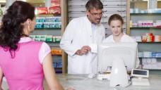 Gut beraten: Ab dem 1. Juli können Apotheker in Sachsen und Thüringen multimorbiden AOK-Patienten ein Medikationsmanagement anbieten. (Foto: dpa)