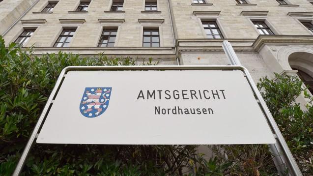Das Amtsgericht Nordhausen hat zwei Apotheker und eine PTA wegen Urkundenfälschung und Betrugs verurteilt. (m / Foto: dpa)
