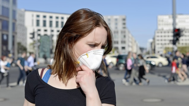 Auch hierzulande tragen immer mehr Menschen aufgrund des neuen Coronavirus Atemschutzmasken. (s / Foto: luna / stock.adobe.com)