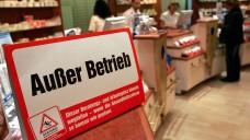 Apotheke? Nein, Danke. Die wirkliche politische Bedrohung für die Apotheke vor Ort kommt aus dem Kassenlager, meint DAZ.online-Chefredakteur Benjamin Rohrer. (Foto: dpa)