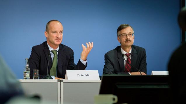 Die ABDA (hier: Präsident Friedemann Schmidt und Hauptgeschäftsführer Sebastian Schmitz) wollen auf einem Workshop in Berlin bei Apothekern für ein berufspolitisches Engagement werben. (Foto: ABDA)