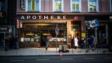 """Die Apotheke am Paulinenplatz in Hamburg: Drehort für den erfolgreichen Spot: """"Danke, Apotheke"""". (Bilder (6): Wort & Bild Verlag)"""