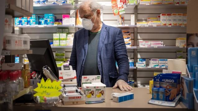 Apotheker in Frankreich sollen ab jetzt öfter Rezepte verlängern dürfen und im ganzen Land Atemschutzmasken verteilen. (m / Foto: imago images / Steinert)