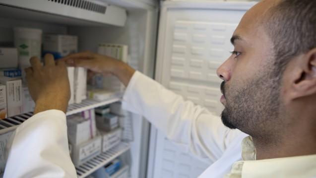 Den Herpes-zoster-Impfstoff Shingrix suchen Apotheker derzeit vergeblich im Kühlschrank. (m / Foto:imago images / Medicimage)