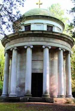 D3112_feu_mausoleum.jpg