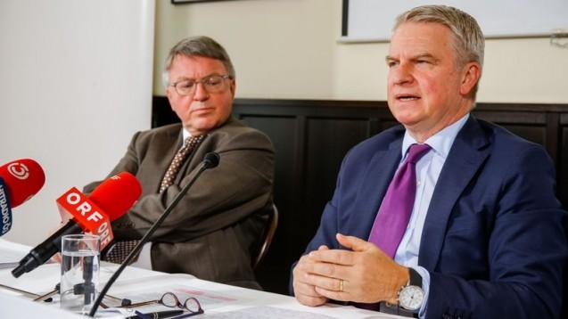 Transparenz in Österreich: Ärztekammer-Vize Karl Forstner (links) und Pharmig-Geschäftsführer Jan Oliver Huber bei der Pressekonferenz. (Screenshot: Pharmig)