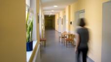 Zwangsbehandlung muss auch außerhalb geschlossener Psychiatrien möglich sein, entschied das Bundesverfassungsgericht. (Foto: dpa)