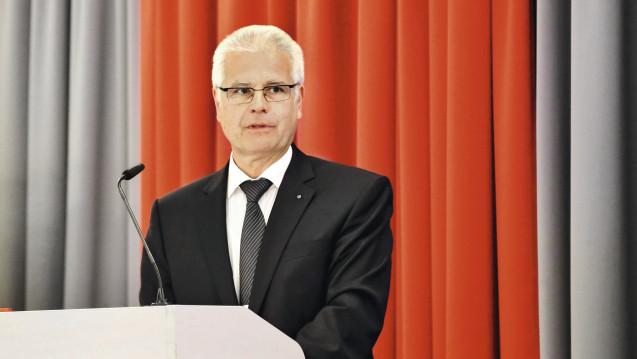 Bayerns Kammerpräsident Thomas Benkert kritisiert den Beschluss der Ärzteschaft zur teilweisen Aufhebung des Fernbehandlungsverbotes. (Foto: BLAK)