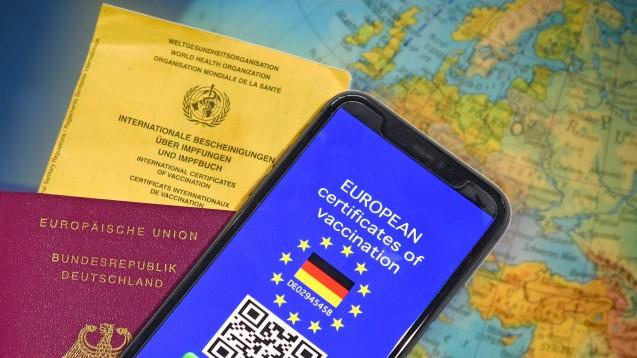 Der in deutschen Apotheken ausgestellte digitale Nachweis einer Impfung gilt gleichzeitig als Grünes Zertifikat im Sinne der EU. (Foto: IMAGO / Sven Simon)