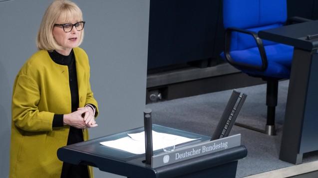 Die gesundheitspolitische Sprecherin der Unionsfraktion, Karin Maag, muss beim Rx-Versandverbot zwischen Bundesgesundheitsminister Jens Spahn (CDU) und den Interessen ihrer Fraktionskollegen vermitteln. (Foto: imago images / Spicker)