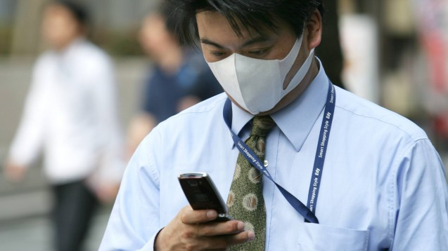 In Südkorea (hier ein Symbolbild) hilft eine Handy-App dabei, Infektionsketten des Coronavirus zu unterbrechen. Eine ähnliche App soll nun auch hierzulande auf den Markt kommen. (Foto: imago images / Tack)