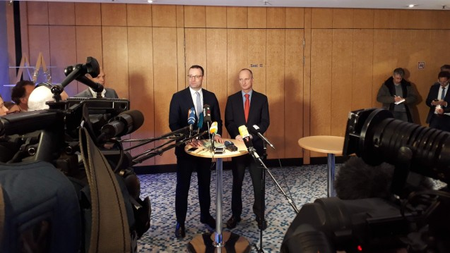 Bundesgesundheitsminister Jens Spahn (CDU) und ABDA-Präsident Friedemann Schmidt haben am Rande der ABDA-Mitgliederversammlung heute die Pläne des BMG zum Apothekenmarkt besprochen. (c / Foto: DAZ.online)