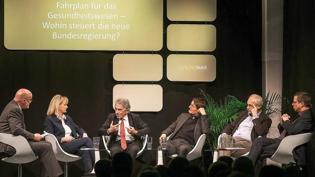 Die Teilnehmer der Runde (v. li.). Moderator Wolfgang Molitor, Karin Maag (CDU), Dr. Christopher Hermann (AOK BaWü), Prof. Dr. Karl Lauterbach (SPD),Peer-Michael Dick (Südwestmetall) undMartin Gross (ver.di). (Foto: AOK BaWü)