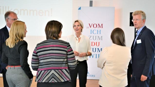 Das erste Treffen der AVWL-Starters in Münster: Unternehmensberaterin Regina Först gab den jungen selbständigen Apothekern Tipps, wie man auch unabhängig vom Ausgang des Apotheken-Stärkungsgesetzes eine Apotheke erfolgreich führt. Soziale Kompetenz spielt eine entscheidende Rolle. (m / Foto: AVWL)